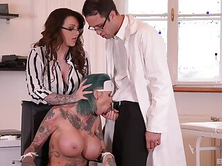 Moot tot Calisi Ink gets fucked together with Harmony Reings