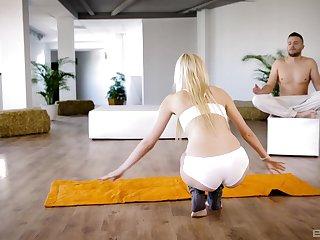 Sporty blonde MILF Nina Blanco closes her eyes for a cum shot