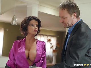 Joslyn James adores when her lover cum superior to before her tits after good coitus