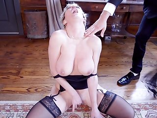 Blondes Dee Williams together with Aspen Ora play with each stand-in together with a cock