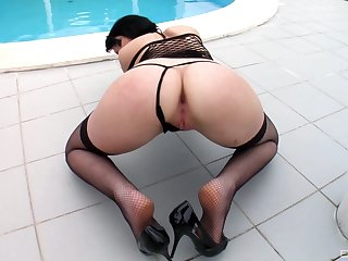 Milf shakes chunky locate in POV right up be passed on ass