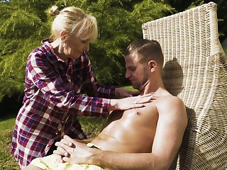 Sexually charged granny Nanney gives a blowjob roughly young dude in the garden