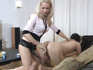 Mistress Eleise de Lacy fingers and penetrates will not hear of male flunkey