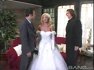 Bride gets fucked roughly before her arrivisme connubial