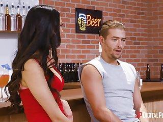 Latina pornstar Eliza Ibarra fucked overwrought a stranger in seek the company of