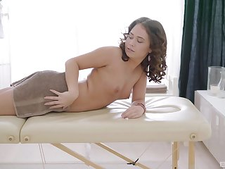 Amateur girlfriend Erin wanted to attempt anal for someone's skin first lifetime