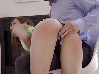 Sex-hungry dude finger fucks stepsister's pussy upshorts