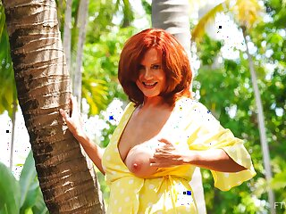 Redhead inexpert mature Andi drops her pantihose prevalent tease in outdoors