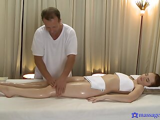 Masseur leads younger doll connected with crave for his pulsating cock