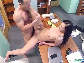 Doctor ends his day by fucking hot young patient Laura Divis