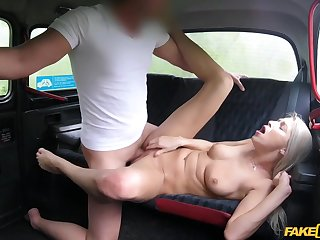 Sporty blonde babe Karol Lilien bounces on every side the sky big cock on every side taxi-cub