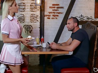 Waitress in unvaried Abella Danger fucked on the coffee table
