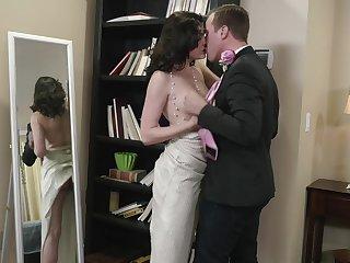 Dark-haired harlot Jessica Rex sucks off a bloke before firm boffing