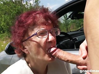 Nerdy mature redhead is so usurp to give a proper blowjob outdoors